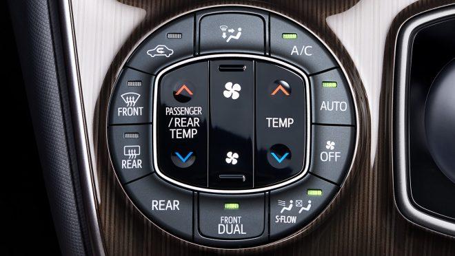 左右独立温度コントロール機能付きフルオートエアコン